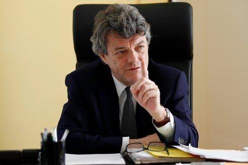 «J'ai eu le sentiment que vous nous demandiez une confiance que vous ne transmettez pas!», a lancé Jean-Louis Borloo au premier ministre mardi.