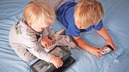 Bébés et seniors, les nouveaux accros du tactile