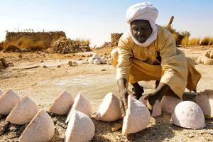 Pains de sel issus de la mine de Bedo.