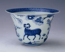 Bol en porcelaine bleue et blanc à décor de chèvres.