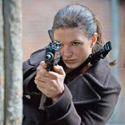 Gina Carano ne cause plus, elle cogne