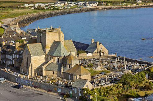 Une cité à taille humaine, qui fut le port principal du vieux royaume anglo-normand au Moyen-Âge.