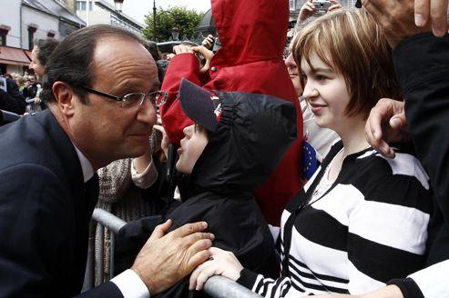 Rétablir le lien avec le peuple, exercice délicat pour Hollande