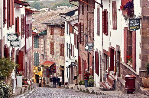 Saint jean pied de port la crois e des chemins de navarre - Office du tourisme st jean pied de port ...
