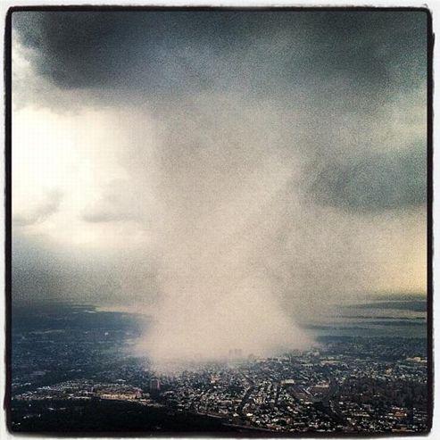Crédit Instagram @d0057 / Twitter @DhaniJones. Cet internaute américain a capturé cette image alors qu'il était en avion.