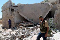 Démonstration de force des troupes de l'ASL dans Azaz détruite par les combats.