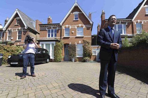 Écoutes illégales: l'ex-bras droit de Cameron inculpé