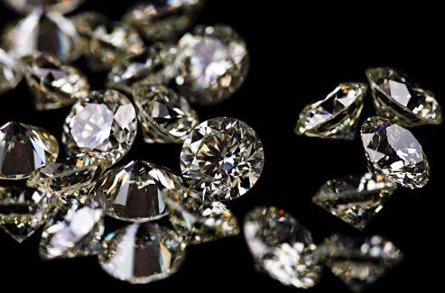 Taillés à la perfection, les diamants sont symboles de vie, de lumière, de feu, de pureté, mais, surtout, ils sont synonymes de bonne fortune.