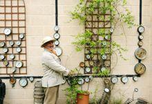 Passionnd'aonautique, London Yorke cultive dans son jardin les manomres comme d'autres les plantes grimpantes.
