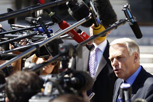 Jean-Marc Ayrault, mercredi, à la sortie du Conseil des ministres.