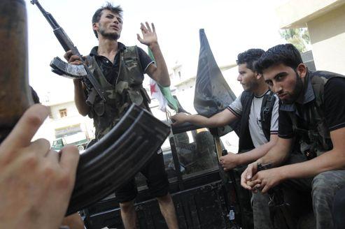 Les rebelles syriens réclament des armes