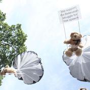 Une affaire d'ours en peluche fait vaciller l'armée au Bélarus
