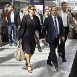 Valérie Trierweiler et François Hollande à leur arrivée en gare de Lyon.
