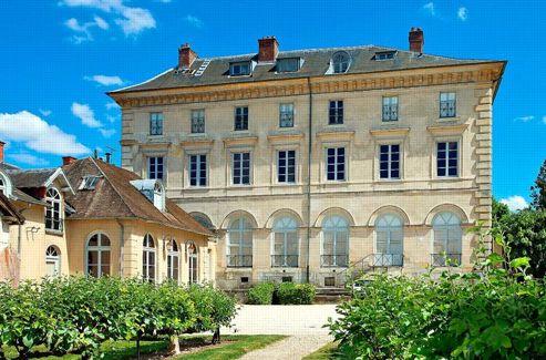 Le palais du roi de Rome à Rambouillet. Propriétaire d'une des deux ailes, Bruno Ledoux va y créer un musée.