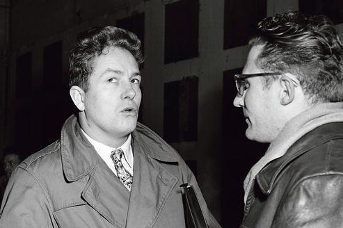 Jean-Marie Le Pen, en janvier 1956, est élu député du département de la Seine. Il entre <br/>à l'Assemblée nationale avec 51 autres députés poujadistes