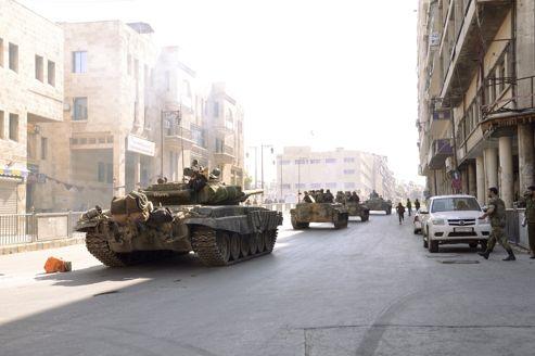 Des chars de l'armée syrienne à Alep