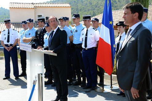 Accompagné par le ministre de l'Intérieur, Manuel Valls, le chef de l'État a prononcé un discours très sécuritaire.