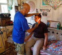 Ildar se passionne pour la médecine alternative. Les visites ne coûtent que ce qu'on veut bien lui laisser.
