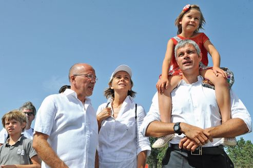 Éric Ciotti, Valérie Pécresse et Laurent Wauquiez, soutiens de François Fillon, en randonnée, dimanche, sur le mont Mézenc, en Haute-Loire.