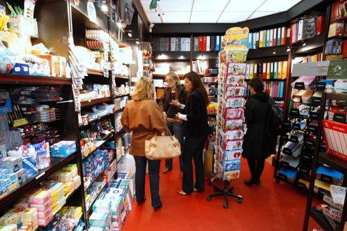 Les écarts sont importants suivant le circuit de distribution choisi: la hausse des prix est de 18% dans les magasins spécialisés, comme les papeteries.