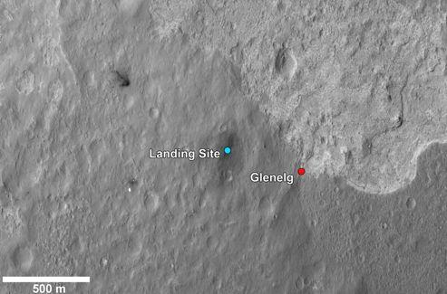 La première destination du rover sera le point Glenelg, situé en bordure de terrains intéressants, qui apparaissent en clair sur cette image prise par la sonde MRO.