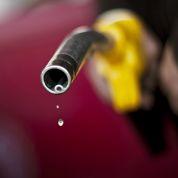 Carburants : Ayrault baisse un peu les taxes