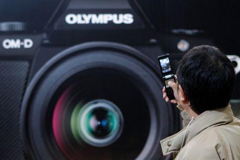 Olympus cède ses téléphones portables