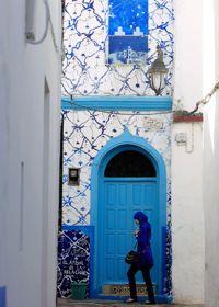 Chaque année, des artistes sont invités à peindre des fresques sur les murs de la médina.
