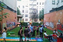 La société Timeshare propose de louer pour quelques heures une arrière-cour gazonnée en plein Manhattan. Crédits photo: Timeshare