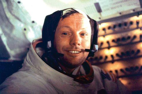 Neil Armstrong, le 21 juillet 1969, de retour de la mission Apollo 11 et de sa découverte de la Lune.