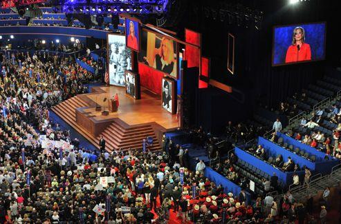 Pendant le discours d'Ann Romney, des images de sa vie de famille défilaient sur les écrans interactifs géants.