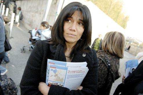 Samia Ghali en février 2008 à Marseille, alors en campagne au côté de Jean-Noel-Guérini, candidat à la mairie.
