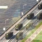 Une quinzaine de blindés sont visibles sur la publicité. Capture d'écran par le blog Reuninting Europe.