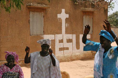 Au Sénégal (5% de chrétiens), dans le village de Pandiénou où l'on fêtait ce jour-là la journée mondiale du sacerdoce.