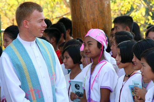 En Thaïlande, chez les Karens, évangélisés il y a quarante ans à peine.