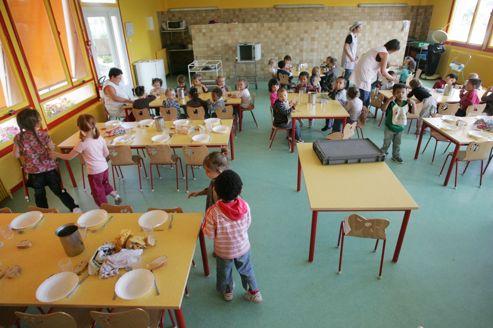 Le Défenseur des droits de la république, Dominique Baudis, a reçu dix-huit plaintes concernant la restauration scolaire.