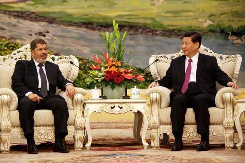 Mohammed Morsi reçu par le vice-président chinois, le 29 août à Pékin.