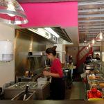 Des tacos, quesilladas, des salades et «alambres»: mille saveurs mexicaines chez Itacate.