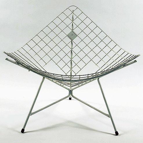 Chauffeuse CM170, de Pierre Paulin, dite «Tripode cage», 1956, édition Thonet.
