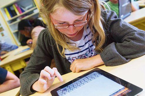 Depuis 2011, à Angers, les élèves de l'école Marcel-Pagnol disposent d'iPad pour se connecter à Internet.