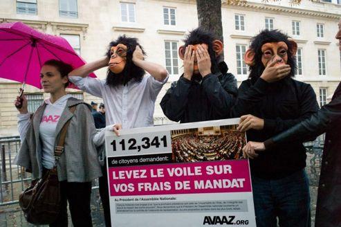 Une manifestation, mercredi, devant l'Assemblée nationale pour réclamer une clarification sur l'indemnité de frais de mandat. Crédits photo: Avaaz