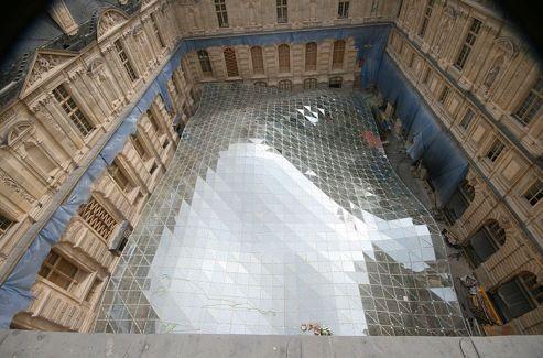 En janvier 2012, début de pose du voile de la toiture.