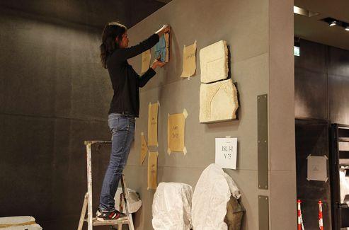 Les oeuvres sont placées dans des vitrines qui permettent de les voir dans une présentation entièrement repensée.