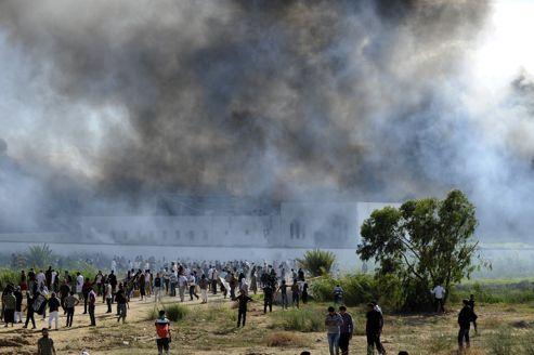 L'ambassade américaine de Tunis prise d'assault par des manifestants.