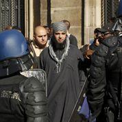 Paris : manifestation devant l'ambassade US