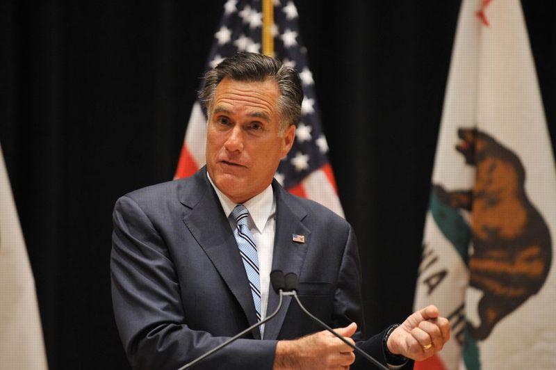 <strong>Embarrassé.</strong> La campagne de Mitt Romney (ici photographié à Costa Mesa) a essuyé un nouveau coup de tabac lundi soir quand le candidat républicain à la Maison blanche a fustigé, dans une vidéo manifestement filmée à son insu, 47% des électeurs américains acquis, selon lui, à Barack Obama parce qu'ils «ne payent pas d'impôts» et considèrent qu'ils sont des «victimes» dont l'Etat seul doit assumer la charge. La date de l'événement n'a pas été précisée et seul le candidat républicain à la présidentielle est reconnaissable à l'écran, le reste de la scène étant flouté. L'authenticité de la vidéo n'a pu être établie mais la voix de l'orateur semble bien être celle de Mitt Romney. La publication de cette vidéo intervient à 50 jours du scrutin du 6 novembre, alors que M. Romney accuse un retard dans les sondages et que des médias font état de querelles au sein de son équipe de campagne.