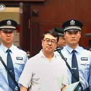 Un «superflic» proche de Bo Xilai en procès