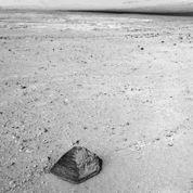 Curiosity étudie un étrange caillou martien