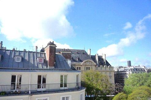 Cet appartement de 63m² au sol, 38m² Carrez, 6e étage sans ascenseur, dans le Ve a été vendu 470.000€.