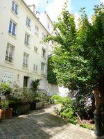 <strong>XVIIe, Ternes</strong> - 2 pièces, 3e étage sans ascenseur, 46m² sur cour avec jardin. <strong>Vendu 380.000€</strong>